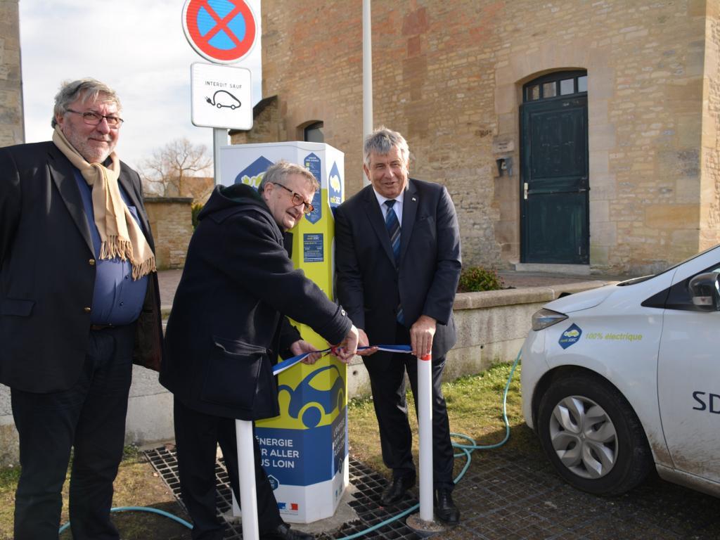 Ifs : inauguration de la borne MobiSDEC esplanade François Mitterrand le 13 février 2017