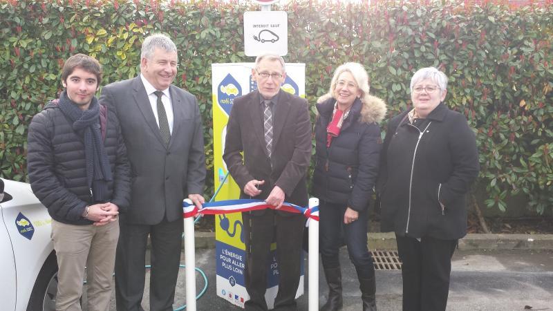 11 mars 2016 : inauguration de la borne MobiSDEC pour véhicules électriques à Mathieu
