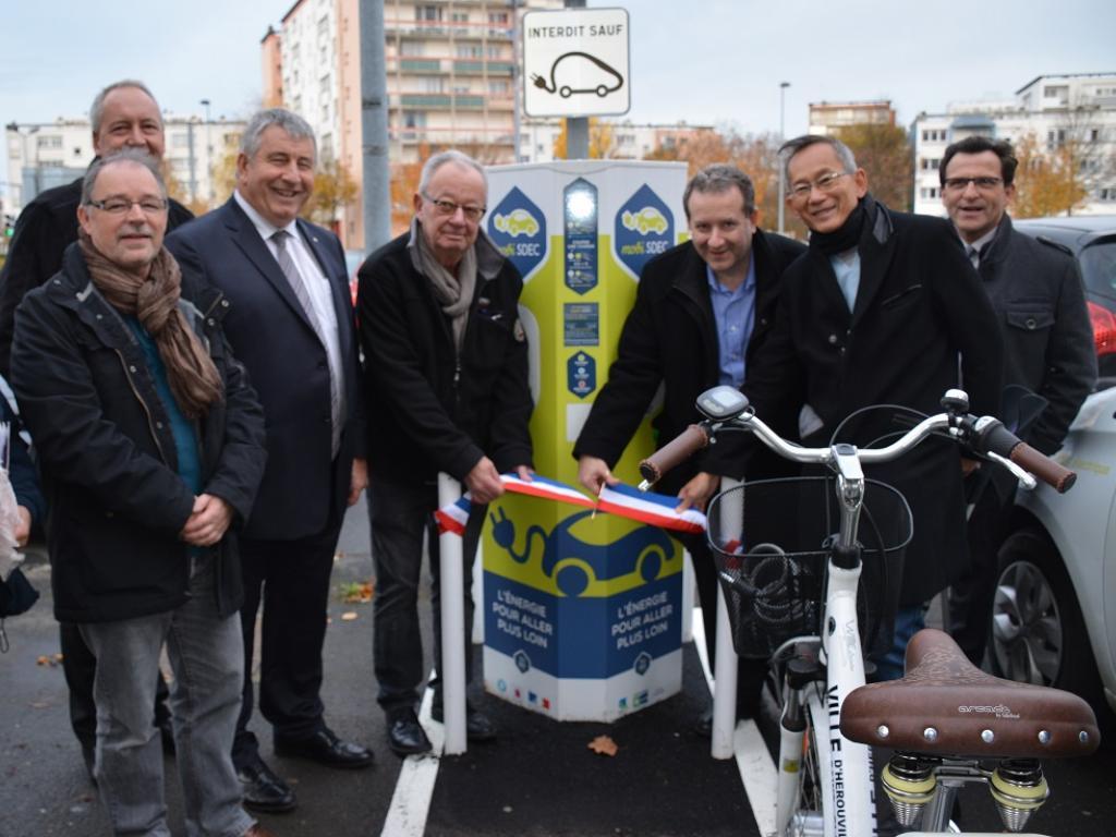 . Hérouville-Saint-Clair : inauguration de la borne MobiSDEC Place du Café des Images le 17 novembre 2016