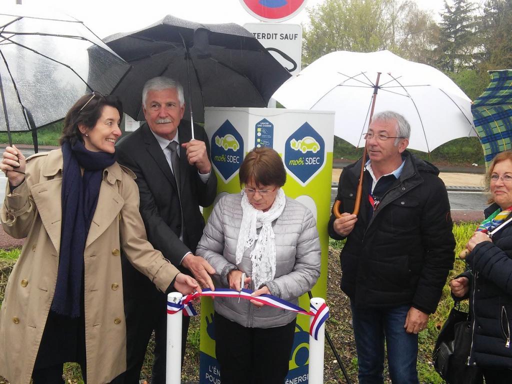 Inauguration de la borne MobiSDEC à Fierville-les-Parcs le 4 avril 2017