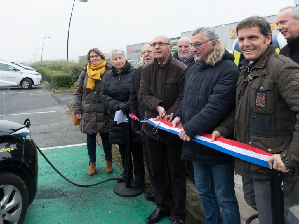 [MOBILITE DURABLE] Inauguration de la borne de recharge rapide MobiSDEC à Lisieux le 22 novembre