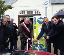 Grandcamp-Maisy inaugure sa borne pour véhicules électriques MobiSDEC