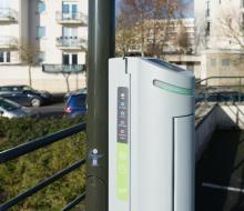 [INNOVATION] Ombrière photovoltaïque et mât d'éclairage avec recharge de véhicule électrique au SDEC ENERGIE