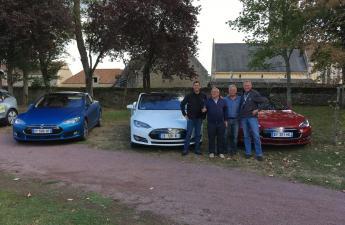 Les Tesla voient la vie en bleu-blanc-rouge